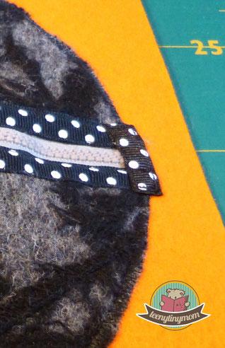 Stoffbuch ein Spielbuch nähen Kleinkind Fingerfertigkeit Verschlüsse lernen für unterwegs aus Filz Activity Buch Reisespielzeug Puppenhaus Teddyhaus Quiet book Nähbuch Activity buch Softbook Reisespielzeug Nähanleitung Schablonen kostenlos Feinmotorik