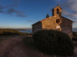La chapelle de la colline St Etienne au soleil couchant