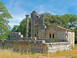 Les ruines du temple Romain de Chateau Bas