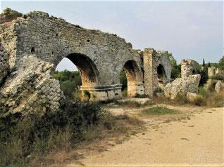 Vestiges de l'aqueduc qui alimentait la Meunerie de Barbegal