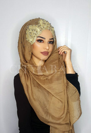 Hijab mit Applikation