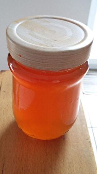 Selbstgemachtes Apfelquittengelee aus den kleinen Früchten der Apfelquitte von Carola Hauf
