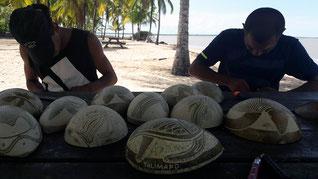 Gravure sur calebasse, art Kali'na à Yalimapo en Guyane.