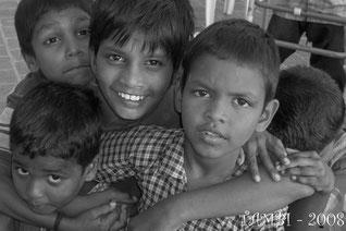 Ancienne photo de 2008 avec Jaykumar en haut à gauche, suivi d'Abduladjis et de R. Dinesh. Le petit en bas à gauche n'est plus avec nous - Thambi Illam 2008