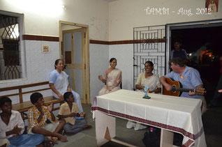 Concert pour les garçons d'Asha Nivas avec Marc BEHIN - Août 2012