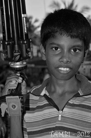 Saravana avec le pied photo - Thambi Illam 2012