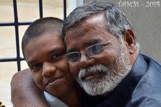 R. Dinesh, suivi depuis 2008 et l'éducateur, M. Aruldass - Déc. 2014