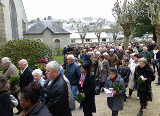 Procession des fidèles à St Mathieu le dimanche.