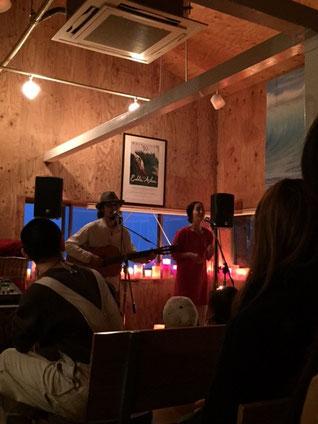 沖縄を拠点に活動するユニット「hacomaco」 澄んだ歌声とギターが心地よかった~♪