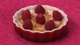 Crème brûlée équilibrée et framboises