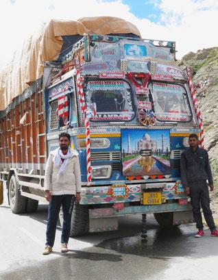 Sie wollen ein Selfie von uns, wir ein Foto mit ihnen und ihrem Truck.