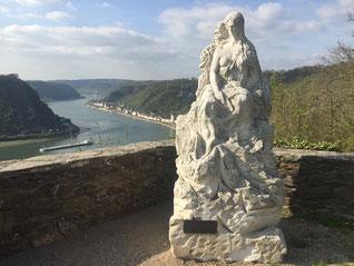 Original Loreley Statue auf dem Fels