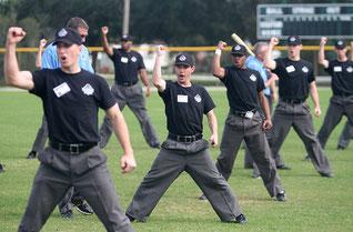 Nell'immagine un corso per Umpire presso la Specialized Umpire Course di St. Petersburg (Florida)
