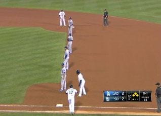 Il 29 Agosto al Petco Park di San Diego al 12° inning nella partita Dodgers Vs Padres con Abraham Almonte in battuta, questa era la difesa Dodgers