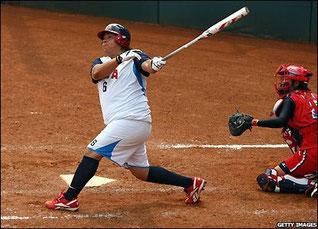 Nella foto l'atleta della Nazionale USA di softball Crystal Bustos