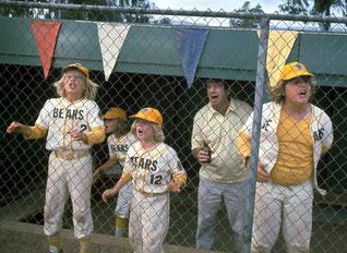 """Nella foto una scena di """"The Bad News Bears""""  (Che botte se incontri gli Orsi) con Walter Matthau"""