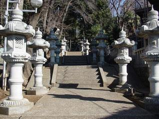 馬絹神社の石燈籠