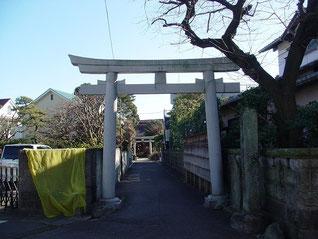 高津諏訪神社の一の鳥居
