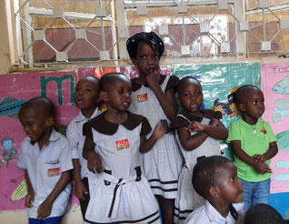 Kinder aus meiner Klasse beim Tanzen