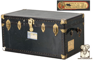anonymous old trunk in vulcanized fiber, circa 1950