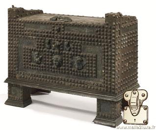 malle époque romaine coffre clouté bronze
