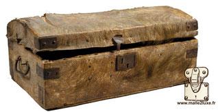 Malle anonyme, fabrication rurale, vers 1850 Bois, peau de chèvre, acier