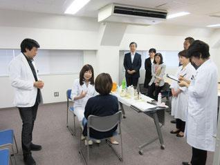 左から:小川教授、内田嘉壽子、一人おいて唐澤局長、右から二人目 吉田課長補佐