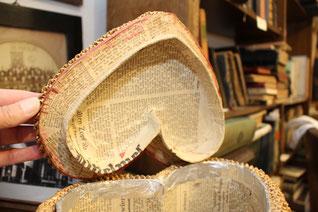 Das Russenkörbchen im Rehburger Heimatmuseum ist mit Zeitungspapier ausgeschlagen. Dadurch lässt es sich auf Januar 1945 datieren.