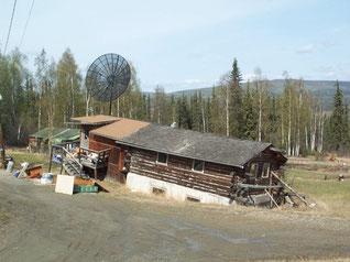 Una casa privada al norte de Alaska se está hundiendo de manera desigual. Foto (CC): Vladimir Romanovsky