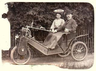 """Cyklonette, erster Dreirad-Motorwagen der """"Cyklon Maschinenfabrik Berlin"""", hergestellt ab 1902"""