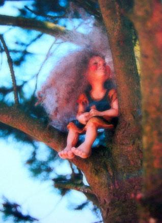 """""""Oma, wenn Hexenkinder auf Baumästen fliegen gelernt haben, müssen sie dann als nächstes auf richtigen Besen durch die Luft sausen?"""""""
