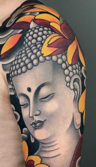 Lars Wilczinski, Tattookünstler, Tattoo-Atelier Berlin, Buddha, Buddhismus, Buddhatattoo, Japanese Tattoo, Japanisches Tattoo, Lotus, Lotusblüte, Tätowieren, Hasu