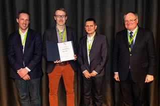 Verleihung des Preises an Dr.Markus Bender (2.v.l.) (Foto: GTH/Thomas Ecke)