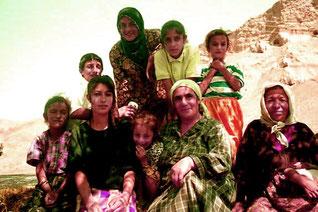 ein stolze Mutter mit ihren sieben Mädchen
