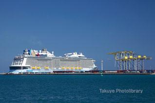沖縄初寄港 巨大クルーズ船 クァンタム・オブ・ザ・シーズ