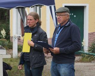 Wertungsrichter Steffi Lemke und Hartmut Petschmann bei der Arbeit. Foto: Alpha-Report