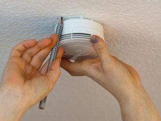 Laut Mieterbund tricksen manche Vermieter bei Rauchmeldern. Foto:P.Seeger/Symbol