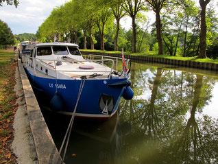 """man """"parkt"""" sein Schiff problemlos am Ufer-Kai"""