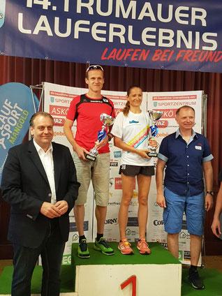 Thomas Pickl als Gesamtsieger von Trumau bei der Siegerehrung