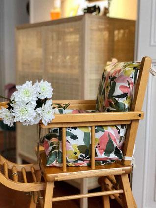 coussin de chaise haute fleuri kaki et rose