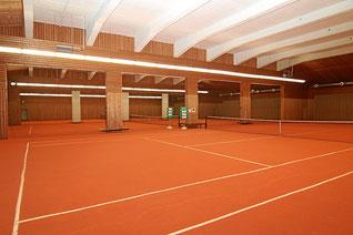 Tennis Hallenplätze mit Sand