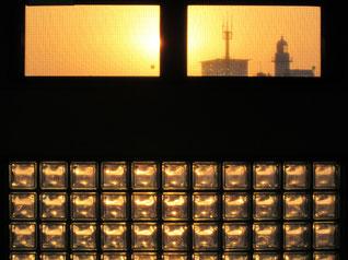 24日、宿から見た竜飛岬の夕焼け 竜飛岬灯台です