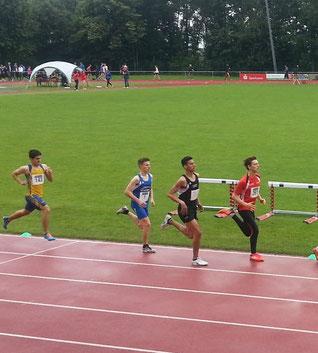 ...am besten mit Regenreifen unterwegs... ;-)...Tim Auer über die 1500 Meter Strecke...