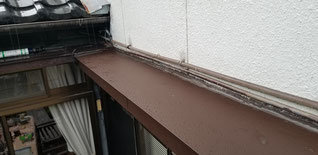 庇に板金で屋根を貼っていく