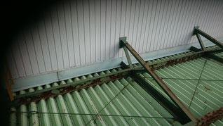 構造体の下に屋根をつける工法