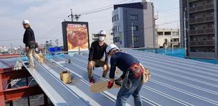 折板施工の様子