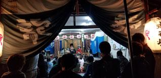 垂井祭りでの子供歌舞伎の様子 子供が化粧と衣装をして歌舞伎をやっている