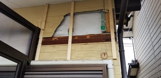 外壁の上からたての胴縁が打ってある