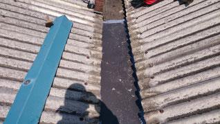 補修前のコールタールが塗ってある部分。黒い
