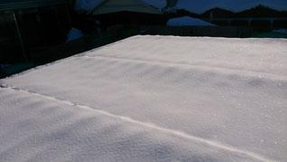 雪かき前の屋根